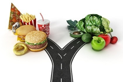choice-between-fast-food-and-healthy-food